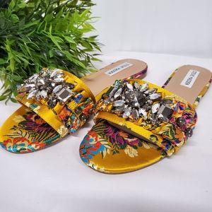 Steve Madden Pomona yellow multi slide sandals 8.5